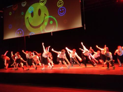 danse-swing-acrobaties-ecole-spectacle-ateliers-maternelles