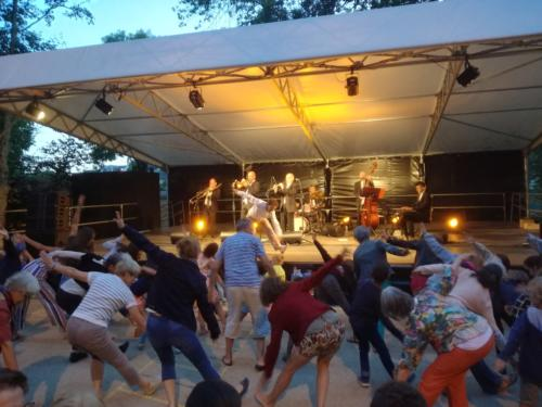 spectacle-annees-folles-acrobaties-vintage-retro-show-demonstrations-swing