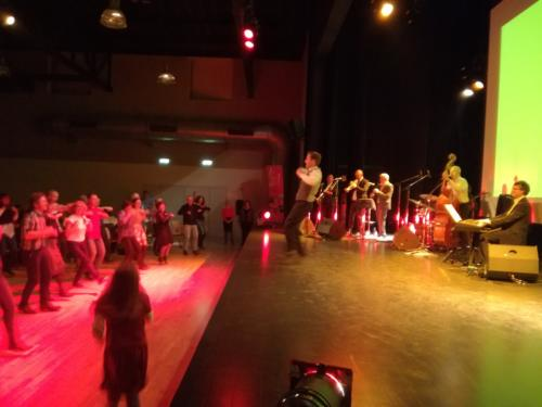 spectacle-estival-bal-swing-jazz-danseurs-musiciens-la-swing-factory